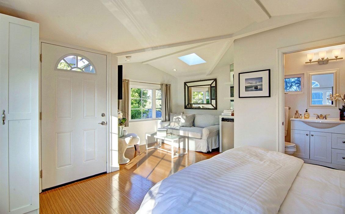Dwellarc-El-Manor-Guesthouse-Westchester-CA-1130x700-07