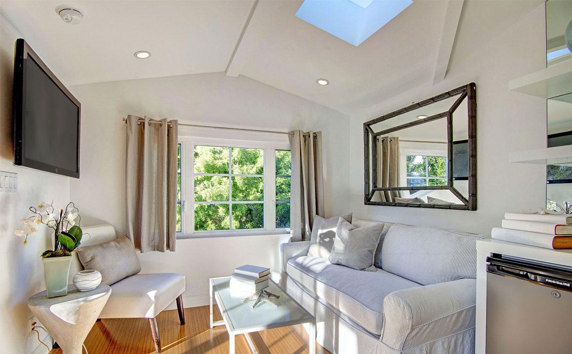 Dwellarc-El-Manor-Guesthouse-Westchester-CA-1130x700-08